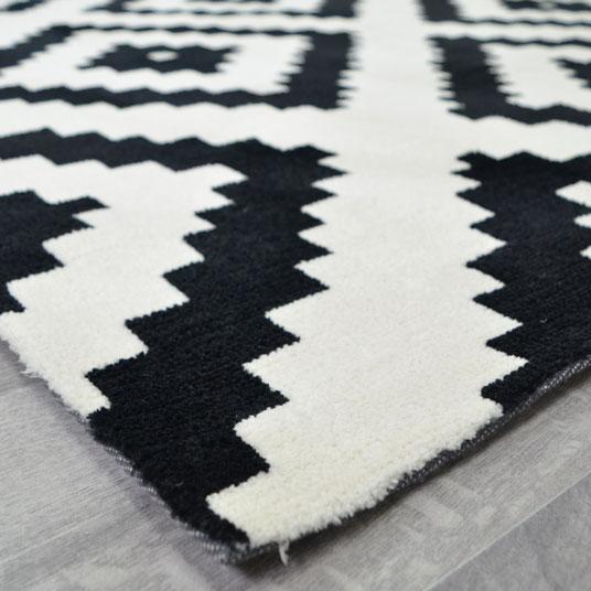 tapis graphique noir et blanc 160 x 220 cm. Black Bedroom Furniture Sets. Home Design Ideas