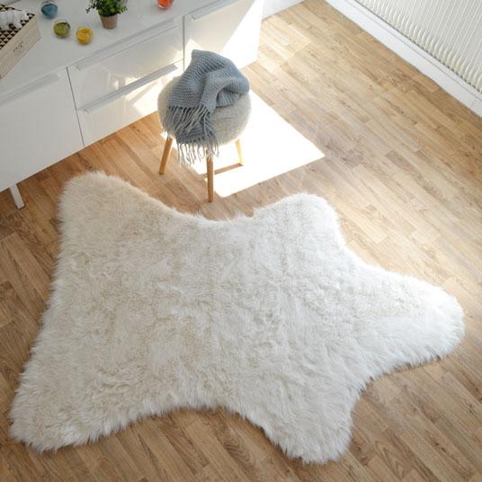tapis peau de b te imitation ours white tous les tapis d co. Black Bedroom Furniture Sets. Home Design Ideas
