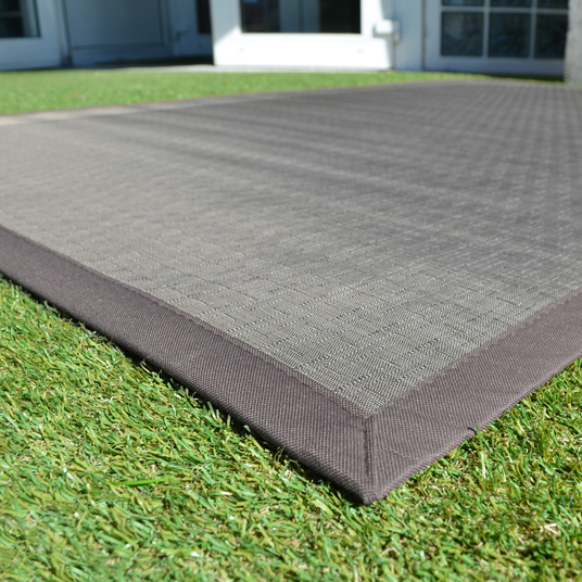 Tapis ext rieur pvc tress taupe 120 x 180 cm for Tapis plastique exterieur