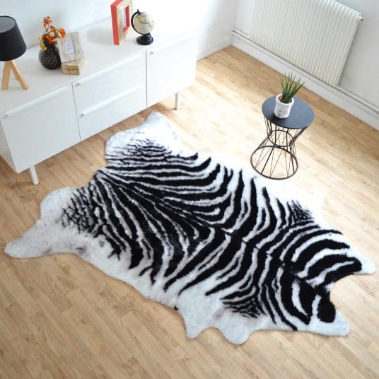 tapis peau de b te imitation z bre design 150 x 200 cm. Black Bedroom Furniture Sets. Home Design Ideas