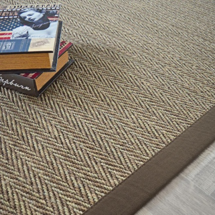 tapis sisal nairobi chevron ganse coton marron 140 x 200 cm. Black Bedroom Furniture Sets. Home Design Ideas