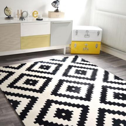 Tapis graphique noir et blanc cass tous les tapis d co for Tapis salon graphique