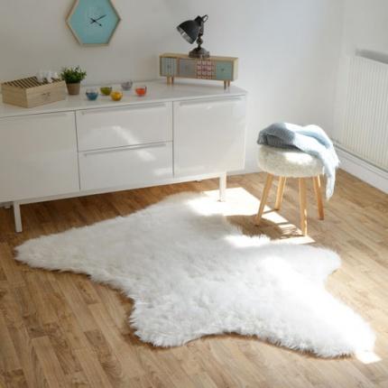 tapis peau de b te imitation ours white tous les. Black Bedroom Furniture Sets. Home Design Ideas