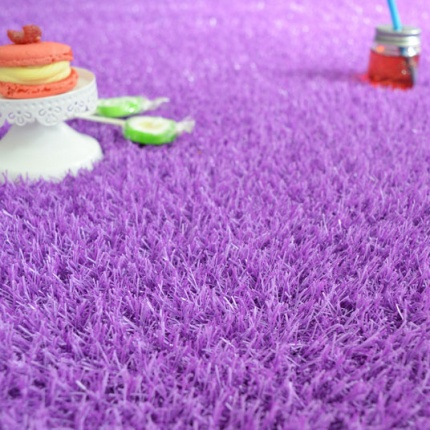 Gazon artificiel Happy Party - Couleur Violet - Classé feu - 20mm - Larg. 4m