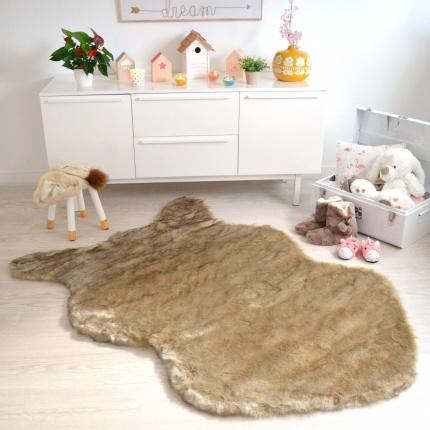 tapis peau de b te imitation ours beige tous les tapis. Black Bedroom Furniture Sets. Home Design Ideas