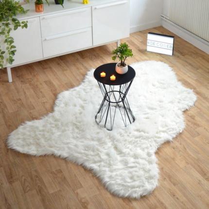 tapis peau de b te imitation ours blanc. Black Bedroom Furniture Sets. Home Design Ideas