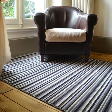 Tapis kerala en laine ray noir beige tapis naturel for Tapis raye noir beige